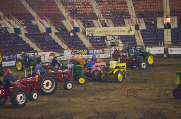tractor square dancing 2 (640x424)