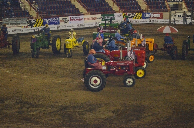 tractor square dancing 3 (640x424)