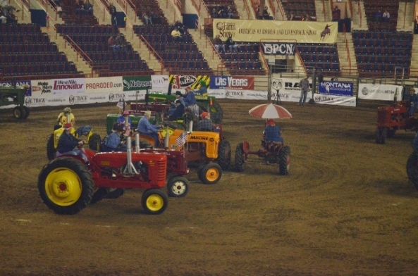 tractor square dancing 4 (640x424)