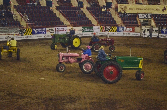 tractor square dancing 5 (640x424)