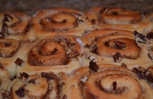 cinnamon rolls (640x417)