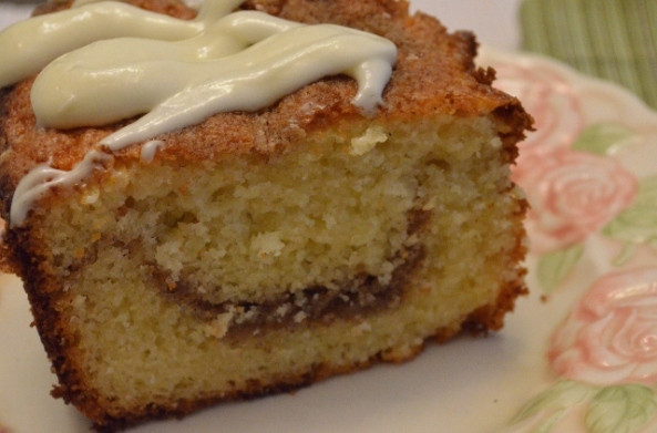 yogurt cake sliced (640x422)