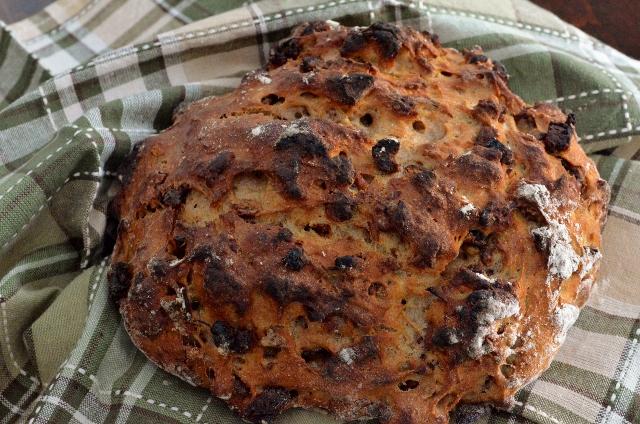 cider date nut no knead bread (640x424)